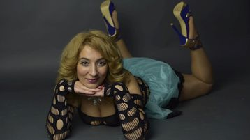 Show-ul fierbinte al lui NastyBlondyy – Fata pe Jasmin