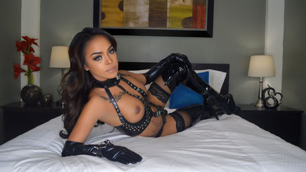 MajesticTYRA | MyTrannyCams