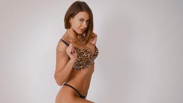 Show-ul fierbinte al lui SoHotJannis – Fata pe Jasmin