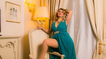 Show-ul fierbinte al lui BORN2BEJUST4U – Fata pe Jasmin