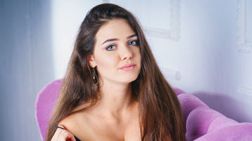 Show fierbinte la webcam MirandaCox  – Fata pe Jasmin