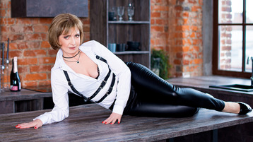 AmeliaPeachX's hot webcam show – Mature Woman on Jasmin