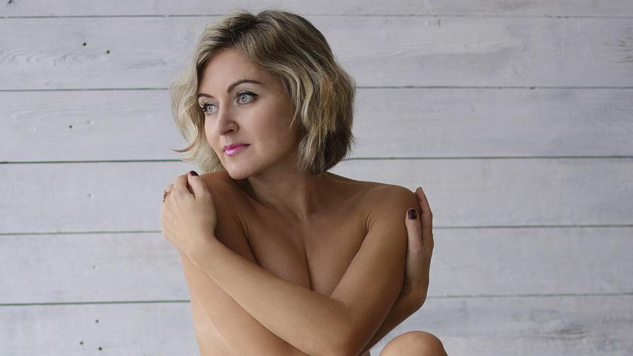 AmandaHornyGirlのプロフィール画像 – LiveJasminの熟女カテゴリー