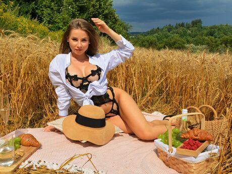 MellyMouova