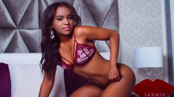 Show fierbinte la webcam CorinaColl  – Fata pe Jasmin
