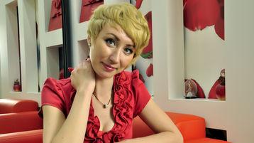 Show di sesso su webcam con AdelinaGold – Donna su Jasmin
