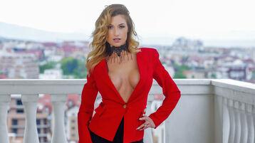 Show fierbinte la webcam GlamorNikki  – Fata pe Jasmin
