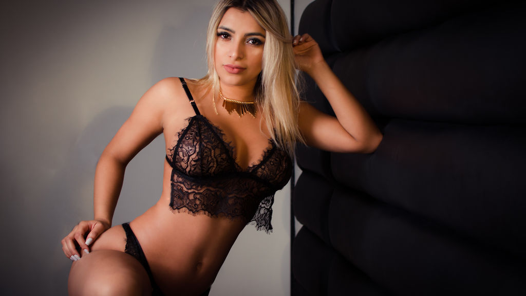 FernandaMazzeo's hot webcam show – Girl on LiveJasmin