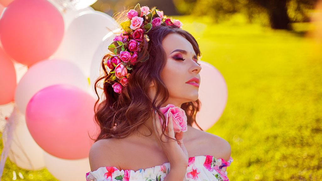 Show caliente de webcam de LuciaMia – Flirteo Caliente en LiveJasmin