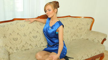 Show fierbinte la webcam MeganieX  – Fata pe Jasmin