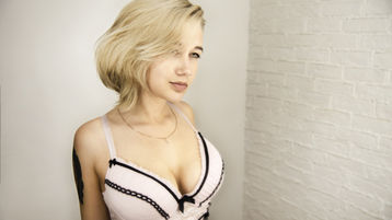 KarolineCharm szexi webkamerás show-ja – Lány a Jasmin oldalon