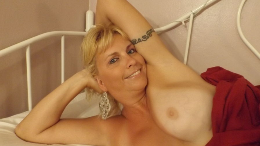 hothoneybee's profile picture – Mature Woman on LiveJasmin