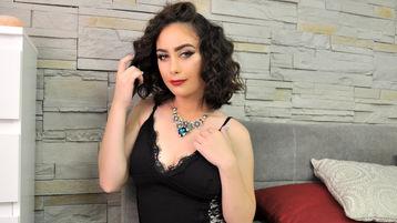Show fierbinte la webcam LaraJoyce  – Fata pe Jasmin
