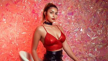 Show fierbinte la webcam TinaMoom  – Fata pe Jasmin