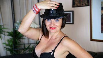 Show-ul fierbinte al lui VictoryJenkins – Fata pe Jasmin