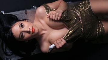 Show fierbinte la webcam NikkittaDivineX  – Fata pe Jasmin