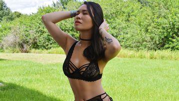 Show fierbinte la webcam HeidiMax  – Fata pe Jasmin