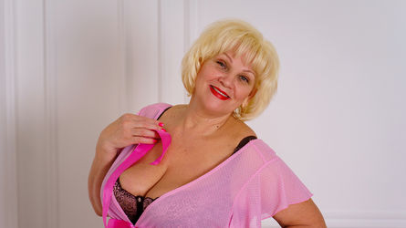 xBlondebomb's profile picture – Mature Woman on LiveJasmin