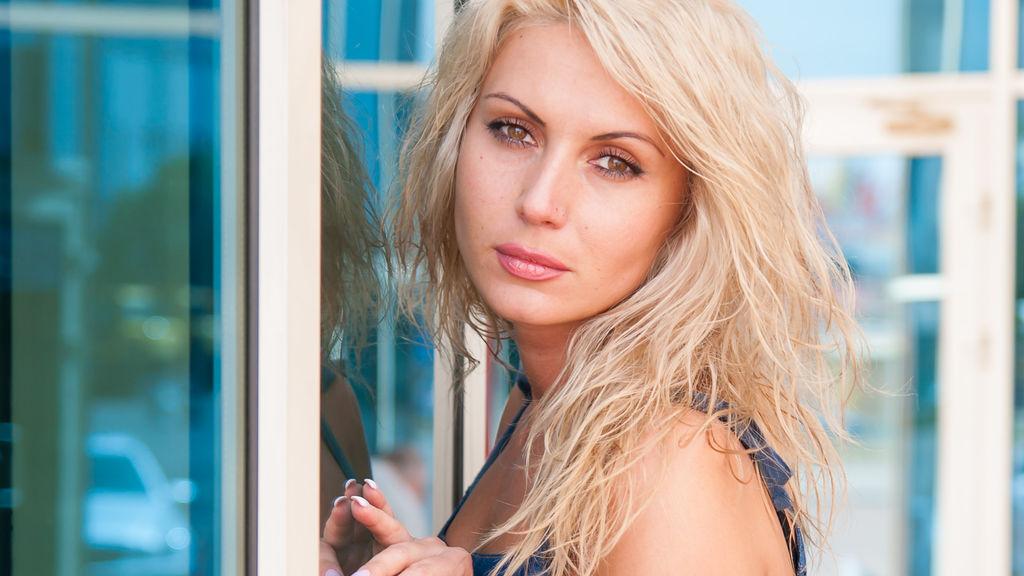 CuteBabeSofia's hot webcam show – Hot Flirt on LiveJasmin